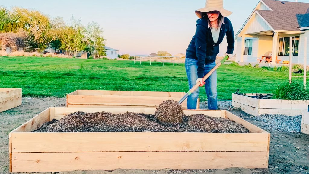garden raised bed soil mix compost vermiculite peat moss