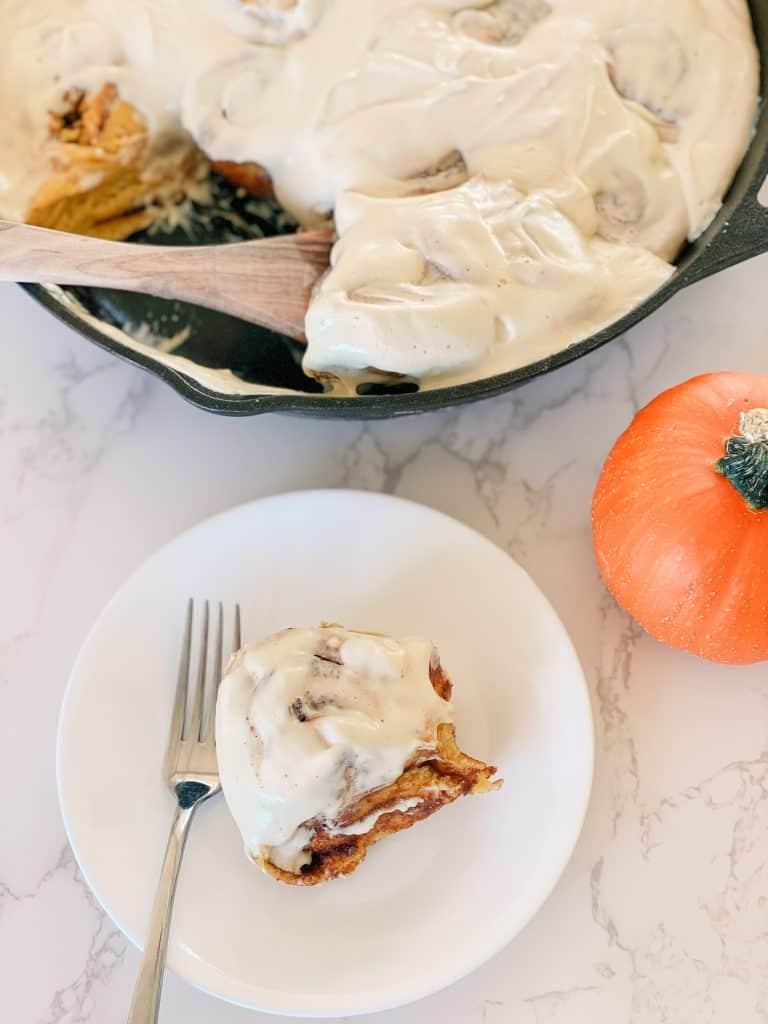 pumpkin cinnamon roll rolls pumpkin pie spice cast iron pan
